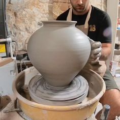 Pottery Vase, Ceramic Pottery, Moon Jar, Pottery Lessons, Pottery Videos, Wheel Throwing, Wheel Thrown Pottery, Pottery Techniques, Ceramics Projects