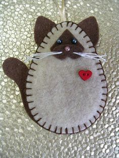 Cat Ornament, Siamese Cat Ornament, Cat Ornament, Cat Lover Gift - Do It Yourself Felt Embroidery, Felt Applique, Fabric Crafts, Sewing Crafts, Diy Crafts, Felt Christmas Ornaments, Christmas Diy, Christmas Nativity, Felt Decorations