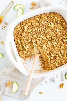 This zucchini bread baked oatmeal recipe makes it easy to sneak veggies into your morning. It's perfect for meal prep -- just reheat and serve! Vegan Zucchini Recipes, Zucchini Bread, Good Healthy Recipes, Healthy Dishes, Healthy Desserts, Vegan Food, Baked Oatmeal Recipes, Baked Oats, Brunch Recipes