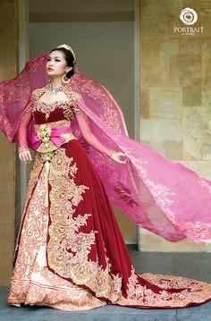 Indonesian Bride, love the vibrant colors.
