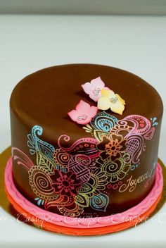 Painting on chocolate fondant - White Gel coloring for opacity and Airbrush coloring for the colours Pretty Cakes, Cute Cakes, Beautiful Cakes, Yummy Cakes, Cake Decorating Tutorials, Cookie Decorating, Fondant Cakes, Cupcake Cakes, Fruit Cakes
