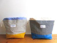 約 タテ16cm(袋口含まず)ヨコ26cm マチ10cm本体:綿裏地:綿*お弁当袋なので底部分の裏地はしっかりした厚めの帆布を使用しました。*1点の価格は2800円です。【現在全品送料無料実施中】ただしこちらが発送方法を決めさせて頂く場合に限ります