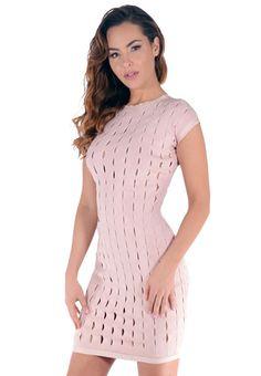 Soyez culottée et osez cette incroyable robe moulante nude, toute en matière ajourée pour une sexytude parfaitement assumée. Vous allez adorer la coupe très classe de cette robe ajustée courte qui fait ressortir l'effet canon de la matière ajourée.