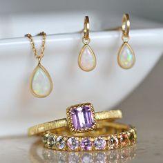 今日は  K18YG製艶消しオパールピアス  K18YG製艶消しオパールペンダントネックレス  K18YG製ピンクトパーズリング  K18YG製サファイアフルエタニティリング  を組み合わせてみました。 Stone Jewelry, Crystal Jewelry, Jewelry Accessories, Fashion Accessories, Jewelry Design, Bangles, Bracelets, Wedding Engagement, Antique Jewelry
