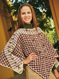 Poncho en pied de poule - Bastidor Triangular Textile Patterns, Textiles, Circular Loom, Loom Weaving, Beautiful Patterns, Sewing Hacks, Houndstooth, Knit Crochet, Cotton Fabric