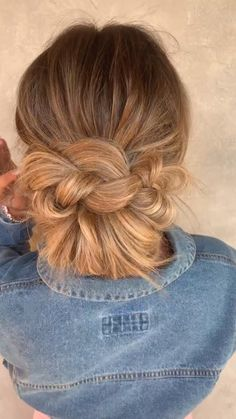 Work Hairstyles, Bun Hairstyles For Long Hair, Pretty Hairstyles, Everyday Hairstyles, Bridesmaid Hair, Prom Hair, Hair Upstyles, Great Hair, Hair Videos