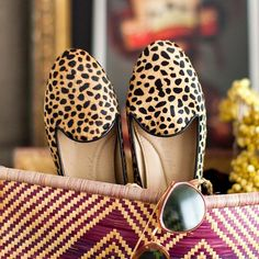 Dreaming of Summer vacation ☀️ #Chatelles #ShineInFlats #effortless #AnimalPrint #slippers #WaitingForSummer #SummerEscape #holidays https://www.mychatelles.com/en/collection/timeless/leo-slippers