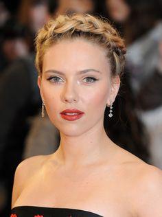 Scarlett Johansson coiffue chic avec tresse !