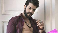 Actor cubano que reside en México desde el año 2017, cuando se traslada a México, contratado por la televisora Televisa, con quien firma un contrato de exclusividad.