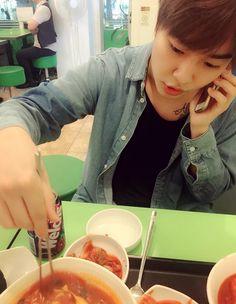 boyminwoo_ IG update -------------- 정민이형이랑 분식집 #꿀맛