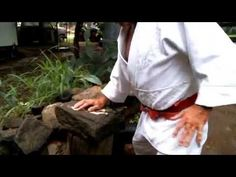 How to make and use iron palm training equipment Martial Arts Workout, Martial Arts Training, Aikido Techniques, Training Equipment, Bruce Lee, Tai Chi, Science And Nature, Karate, Iron