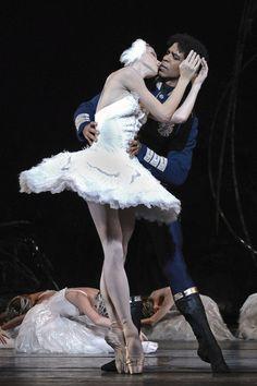 "theballetblog:  "" Natalia Osipova and Carlos Acosta in Swan Lake  """