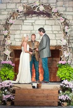 Love the western inspired arch garland with antlers at Blake and Miranda's wedding. See more country star wedding photos >> http://www.greatamericancountry.com/living/lifestyles/country-weddings-pictures?soc=pinterest