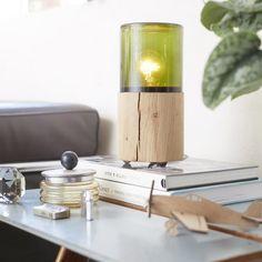 The Oak Men ontwerpen vanuit de gedachte van de man: een product moet functioneel zijn en er goed uitzien. Deze gedachte komt duidelijk terug in deze minimalistische en toffe Smoke tafellamp. Sfeervol en praktisch!