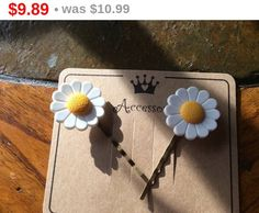 Online Sale White Daisies yellow center perfect flowers by EMTWTT