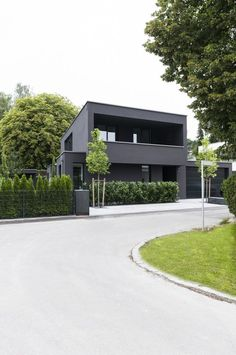 Detached house with separate apartment, Pöcking, 2015 - Architecture Design Exterior, Modern Exterior, House Siding, Facade House, House Facades, House Exteriors, Residential Architecture, Architecture Design, Future House