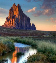 L'Inselberg de Shiprock au Nouveau-Mexique, Etats Unis