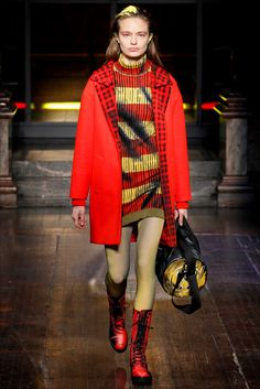 Sfilata Moschino Londra - Pre-Collezioni Autunno-Inverno 2016-17 - Vogue