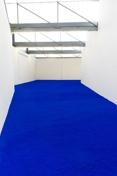 Pure Pigment, Yves Klein Installation view at the Venet Foundation, 2018 © Succession Yves Klein c/o ADAGP Paris, 2018 Photo © Venet Foundation Carpet Installation, Artistic Installation, Pantone, Yves Klein Blue, Archi Design, Blue Carpet, Blue Tones, Blue Aesthetic, Electric Blue