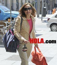 Abdicación don Juan Carlos: Exclusiva en hola.com: Paloma Rocasolano y su hija Telma Ortiz tras conocer que Letizia será Reina muy pronto #realeza #royalty