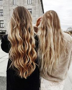long blonde hair//pinterest: juliabarefoot