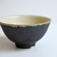 掛け分け茶碗・小(黒・アイボリーマット)/ Awabi ware - nem