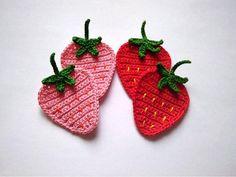 Crochet Hair Clips, Crochet Hair Styles, Granny Square Crochet Pattern, Crochet Patterns, Crochet Ideas, Crochet Strawberry, Crochet Embellishments, Flower Applique, Hair Ornaments