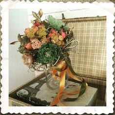 Ramo de novia con flores preservadas y artificiales en tonos tostados y verdes