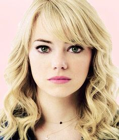 Emma Stone - Kinda love her hair as Gwen Makes me want to have bangs Emma Stone Blonde, Emma Stone Bangs, Emma Stone Haircut, Emma Stone Eyes, Hairstyles With Bangs, Trendy Hairstyles, Hairstyle Ideas, Fringe Hairstyle, Emma Stone Hairstyles