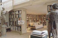 Elton John's library in his Atlanta apartment <3