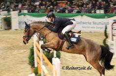 Holger Wulschner u. Fine Lady 5 (in Neumünster 2014) http://reiterzeit.de/turnierergebnisse-reitsport/reitturnier-neumuenster/