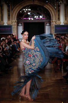 Manuela Romero - We love flamenco 2014 Elie Saab Couture, Our Love, Beautiful Dresses, Folk, Dress Up, My Arts, Ballet Skirt, Chic, Formal
