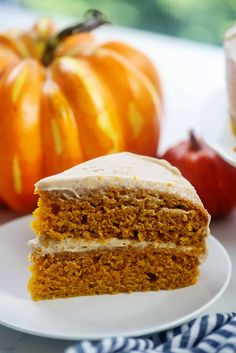 Cinnamon Buttercream on a Pumpkin Cake! It doesn't get better than this fall dessert! Healthy Pumpkin Cake Recipe, Pumpkin Crunch Cake, Healthy Pumpkin Pies, Pumpkin Cake Recipes, Pumpkin Dessert, Pumpkin Cakes, Pumpkin Bread, Carrot Cake, Easy Cheesecake Recipes