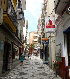Casco histórico de Almuñécar calle Real. Costa Tropical de Granada. www.guiadealmunecar.com