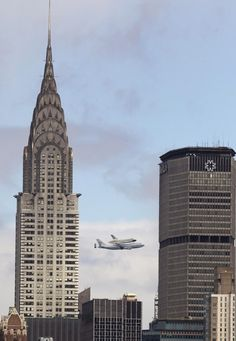 27.04.2012  25 Incredible Pictures Of The Space Shuttle Enterprise Going Over New York City
