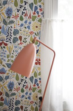 Kinda loving the wallpaper I think. But I know I am crazy about the Grasshopper lamp. From Finnish blog Varpunen: Kevät