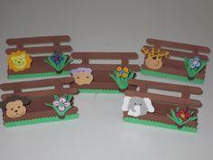 Lindo porta Guardanapo tema Safari <br>Feito artesanalmente <br>Ideal para mesa de convidados. <br>Prazo para confecção : 10 dias úteis <br>Prazo para entrega : dia de postagem + prazo estimado pelos correios. <br> <br>o produto vai mesclado com a carinha de todos os bichinhos como : leão , macaco , zebra etc...