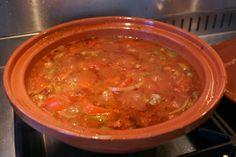 Koken met de tajine: groenten en vlees. x