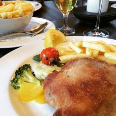 Ah... Mal wieder fein Cordon-Bleu!  #foodie #Restaurant #cordonbleu #pommes