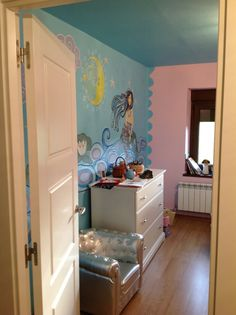 Habitación infantil intervenida con pintura mural
