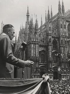 Enrico Mattei - eni.com 25 aprile 1960 anniversario della liberazione in Piazza Duomo. Intervento di Enrico Mattei, che fu capo delle formazioni partigiane cattoliche 1960 Italia, Milano Roma, archivio storico eni