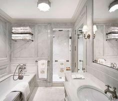 Alexa Hampton Renovates a Manhattan Apartment in the Pierre Hotel My Home Design, Pierre Hotel, The Hamptons, Marble Bathroom, Alexa Hampton, White Marble Bathrooms, Bathroom, Bathroom Design, Apartment Redesign