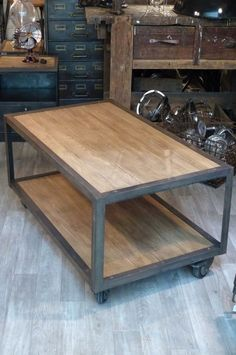 mobilier industriel table basse fabriquée sur mesure sur www.orangemetalic.com