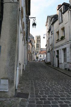Rue - ville de Laon - France by Francois Photographie, via Flickr