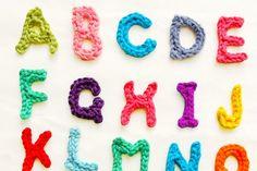 Πλεκτά γράμματα με βελονάκι