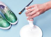 I do believe that Michelle and I need to make some Christmas sneakers.  You know you want to, too, Momma! @Kathy Connett    :-D    DIY Glitter Sneakers | TeenVogue.com
