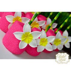 Aloha! Chocolate covered marshmallows for Eden's Luau themed birthday!! #luau #edibleower #tiki #fondant #chocolate #marshmallows #hawaii #hawaiian #luautheme #luausweets #miami #miamibaker #bakedwithlove