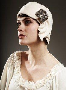 1920 cloche hat Vintage Outfits, Vintage Fashion, Vintage Hats, 1930s Fashion, Vintage Purses, Vintage Bridal, Vintage Chanel, Victorian Fashion, Fashion Fashion