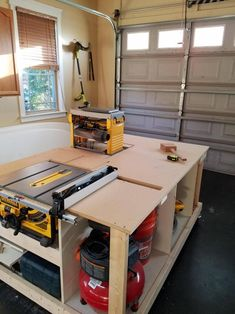 Power tool table with a flip top planer panel - woodworking Table Saw Workbench, Workbench Plans Diy, Tool Table, Woodworking Workbench, Woodworking Workshop, Woodworking Furniture, Woodworking Projects, Table Saw Sled, Diy Table Saw