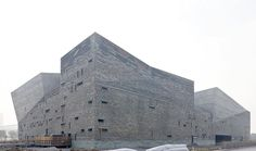 The concept of the museum design is a combination of mountain, water and ocean, as theEast China Seahas played an important role in the history of Ningbo. Features ofJiangnanresidences are inte…